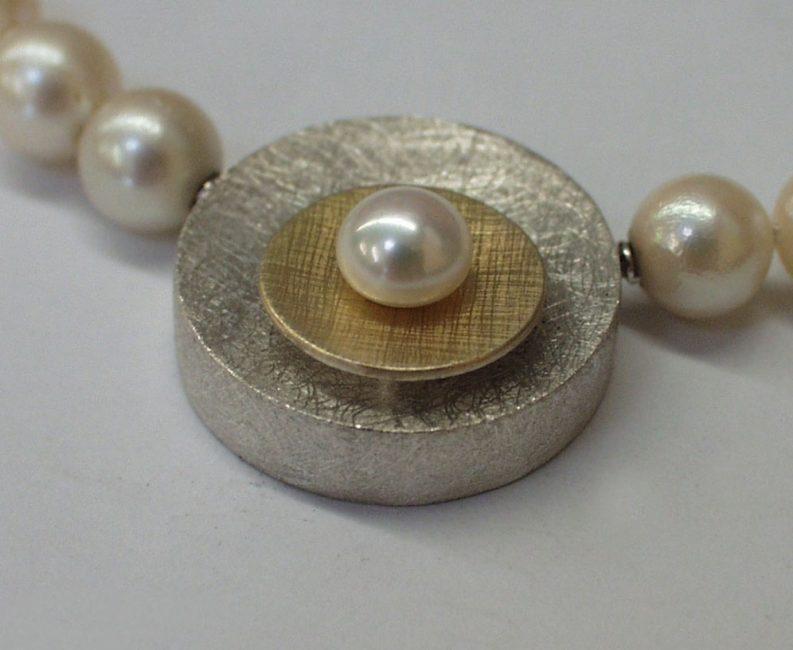 Halskette Mit Perlen Und Wechselschließe